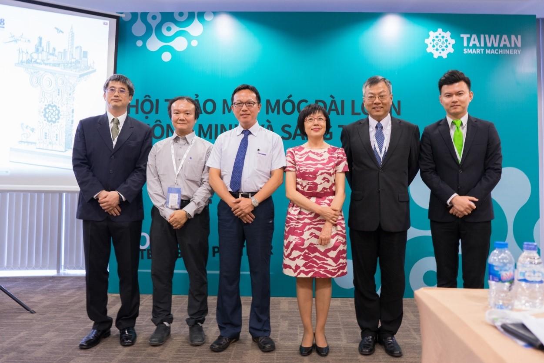 Bà Leonor, F. M. Lin, Phó Chủ tịch TAITRA cùng đại diện Văn Phòng Kinh Tế Đài Bắc và đại diện các doanh nghiệp nổi tiếng Đài Loan tại Hội Thảo Máy Móc Đài Loan Thông Minh và Sáng Tạo trong khuôn khổ chương trình MTA 2018