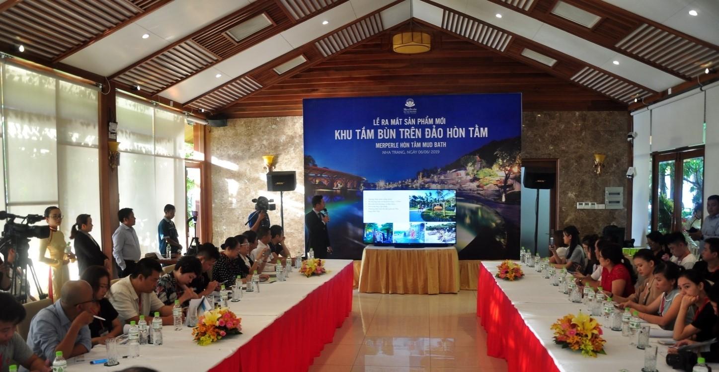 Lễ ra mắt sản phẩm mới, khu tắm bùn trên đảo Hòn Tằm, Nha Trang