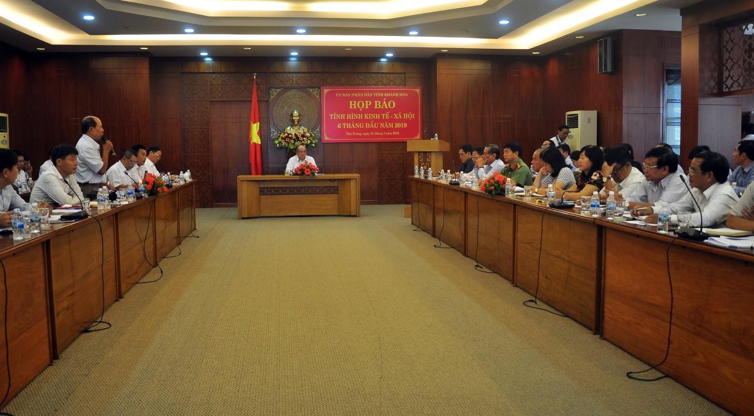 Toàn cảnh Họp báo tình hình kinh tế xã hội tỉnh Khánh Hòa 6 tháng đầu năm 2019 và nhiệm vụ trọng tâm 6 tháng cuối năm 2019