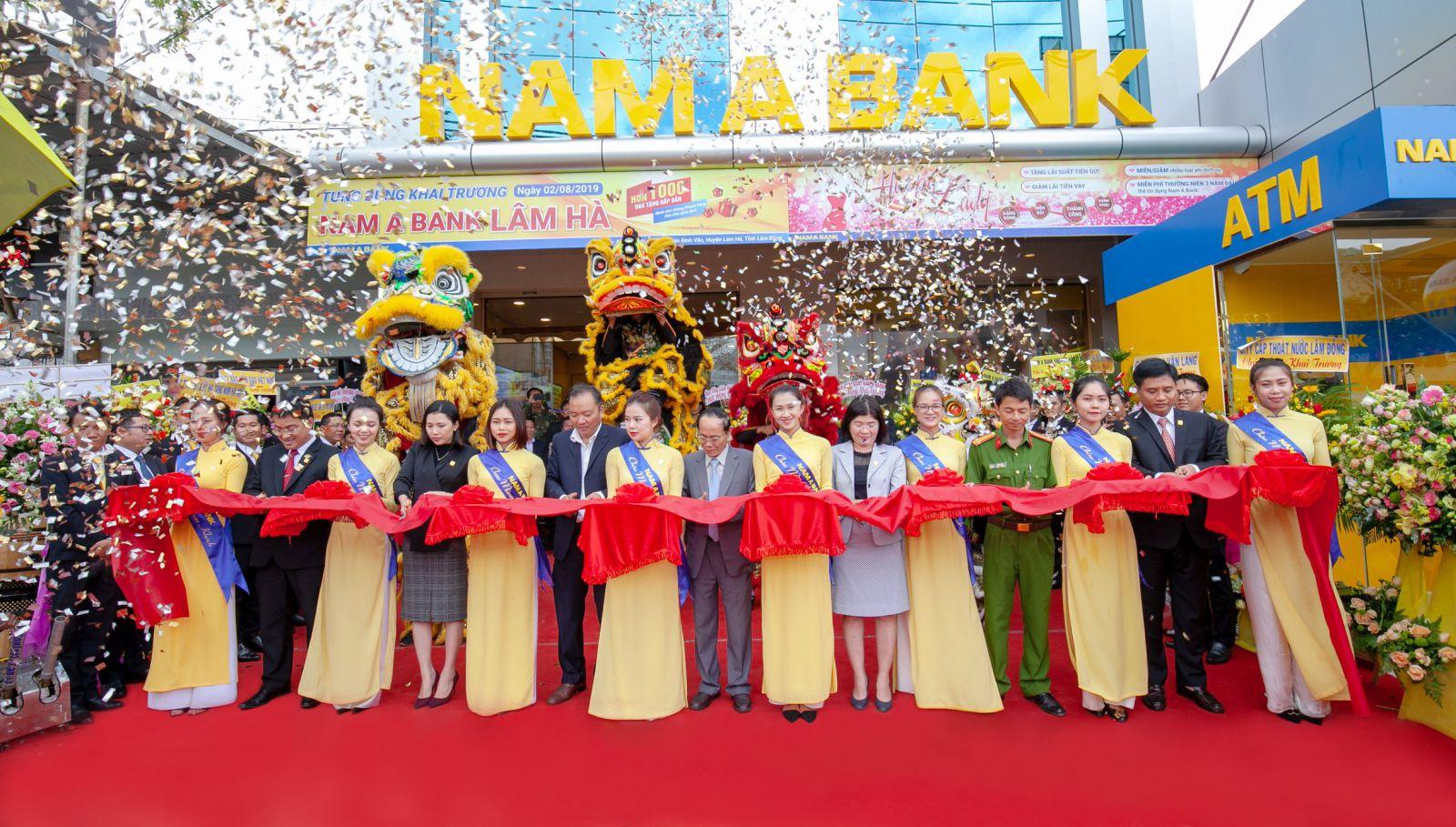 Nam A Bank Lâm Hà chính thức đưa vào hoạt động sẽ là điểm giao dịch uy tín của khách hàng tại địa phương.
