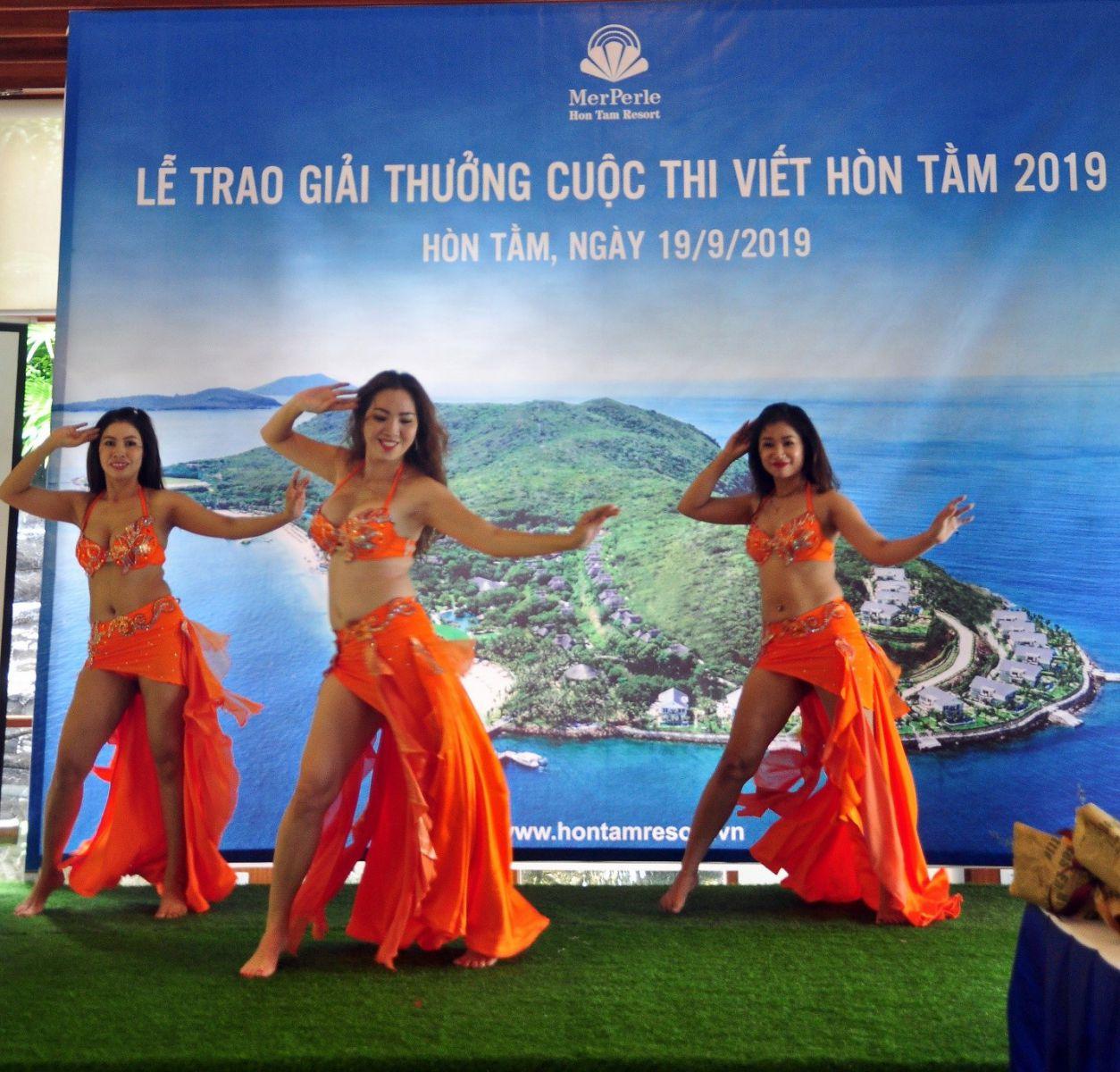 Văn nghệ chào mừng nhóm múa belydance Nha Trang