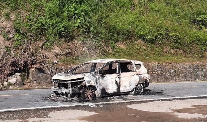 Ôtô Mitsubishi Xpander tự phát nổ rồi bốc cháy khiến 2 người tử vong. Ảnh: Đức Phương.