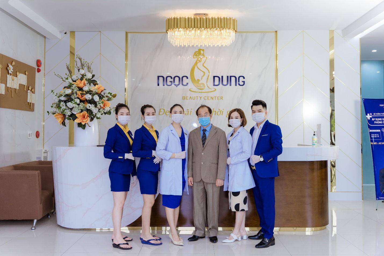 PGS.TS Trần Đắc Phu (thứ 3 từ trái qua) ghé thăm và kiếm tra quy trình dịch tễ chống Covid -19 tại chi nhánh Quảng Ninh vào đầu tháng /8/2020