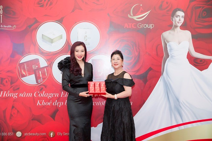 Bà Tạ Thị Thu Hằng (bên phải) - Chủ tịch Hội đồng quản trị kiêm Tổng giám đốc ATC Group cùng với Á hậu Qúy bà Thế giới Nguyễn Thu Hương