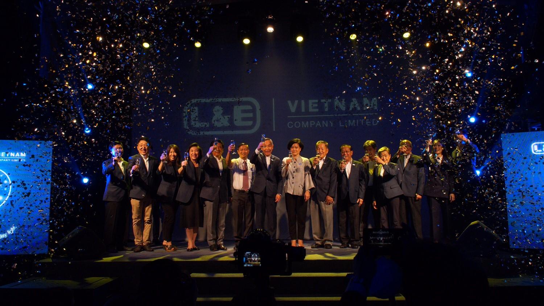 Nghi thức ra mắt Công ty TNHH Lighting & Equipment (Việt Nam)