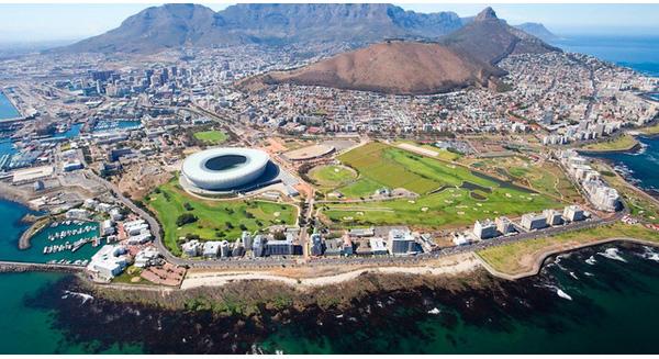 Cape Town là một trong những địa điểm du lịch rẻ nhất hiện nay. Một panh bia ở đây chỉ có giá 1.63 USD (36.000 VND)