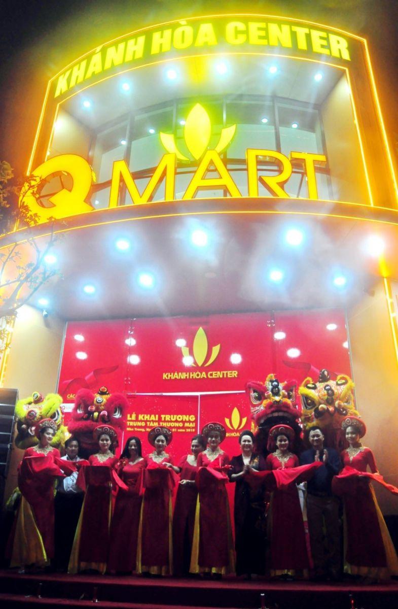 Cắt băng khai trương Trung tâm thương mại Khánh Hòa center
