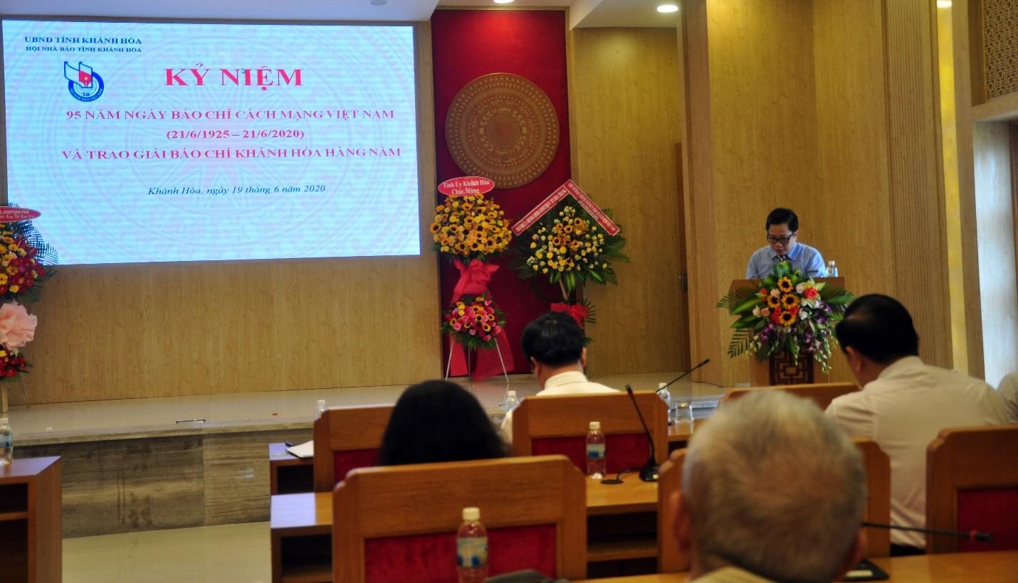 Ông Hà Quốc Trị, Phó Bí Thư Tỉnh Ủy Khánh  Hòa phát biểu chúc mừng đội ngũ các nhà báo.