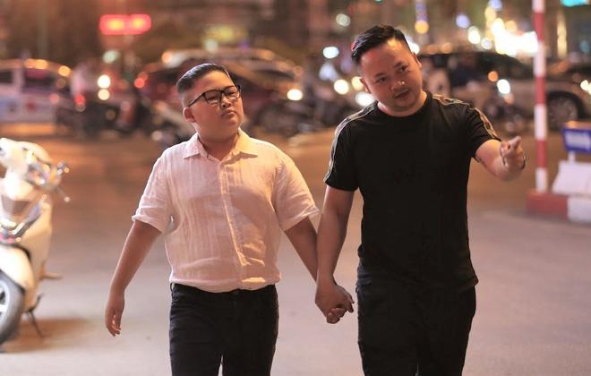 Tô Gia Huy nhận được sự ủng hộ của gia đình khi thay đổi kiểu tóc độc đáo, chào mừng hội nghị thượng đỉnh sắp diễn ra tại Hà Nội.