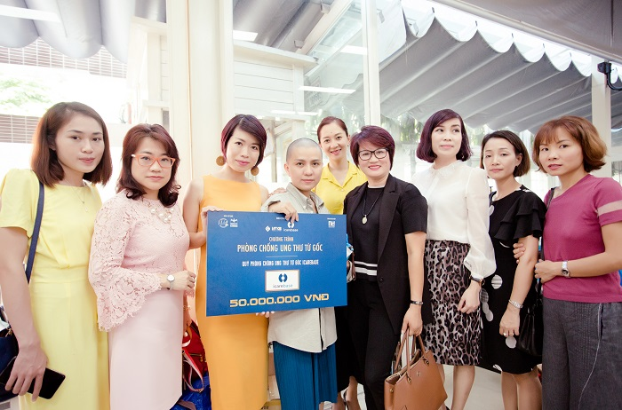 Các thành viên trực thuộc Mạng lưới WLIN Global đồng thời cũng là Đại sứ cộng đồng Chương trình Phòng chống Ung thư từ Gốc của iCareBase đến thăm và tặng quà cho gia đình bé An Khải (WLIN Global chính là đơn vị đồng hành cùng iCareBase chung tay đưa Chương trình Phòng chống Ung thư từ Gốc về với Việt Nam)