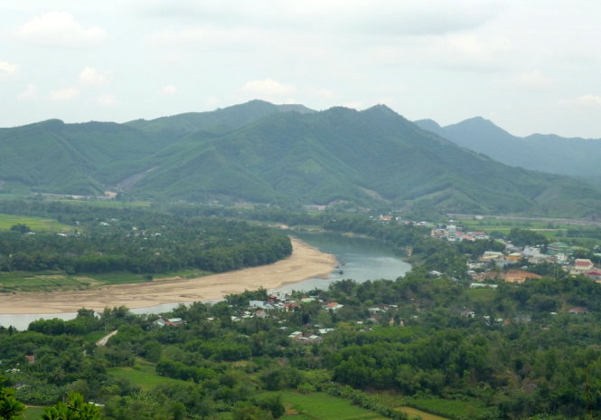 Làng quê Quế Trung dưới đỉnh Cà Tang, bên dòng sông Thu Bồn hiền hòa - Ảnh: N.T.Giang