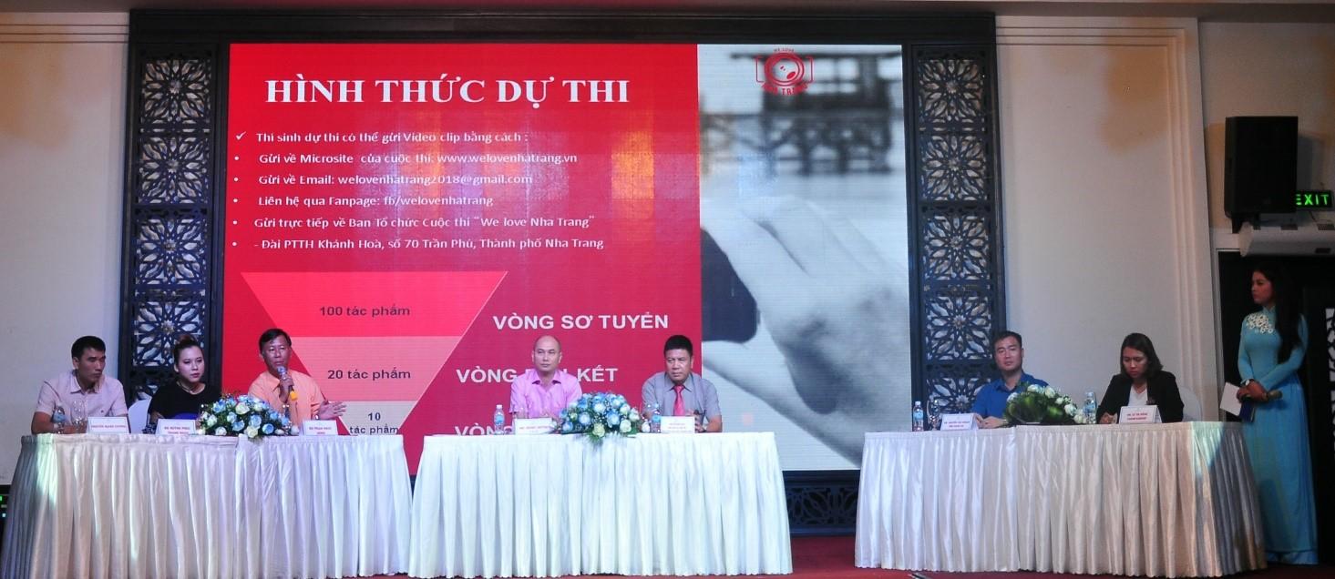 """Ban Tổ chức và Ban Giám khảo cuộc thi """"We love Nha Trang"""""""