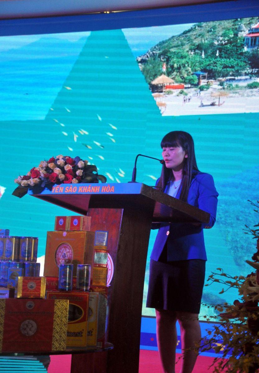 Bà Trịnh Thị Hồng Vân, Phó Tổng Giám đốc Công Ty Yến Sào Khánh Hòa phát biểu tổng kết cuộc thi.