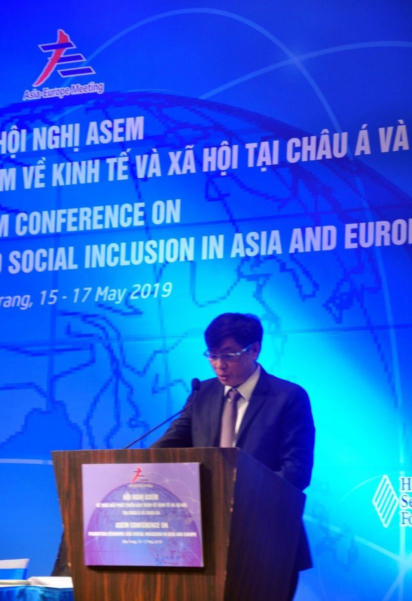 Ông Lê Đức Vinh Chủ tịch UBND tỉnh Khánh Hòa phát biểu chào mừng