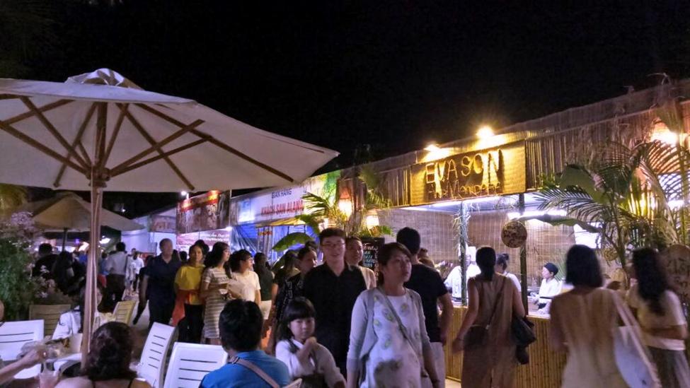 Thu hút hàng trăm lượt khách mỗi ngày đến thưởng thức ẩm thực quốc tế