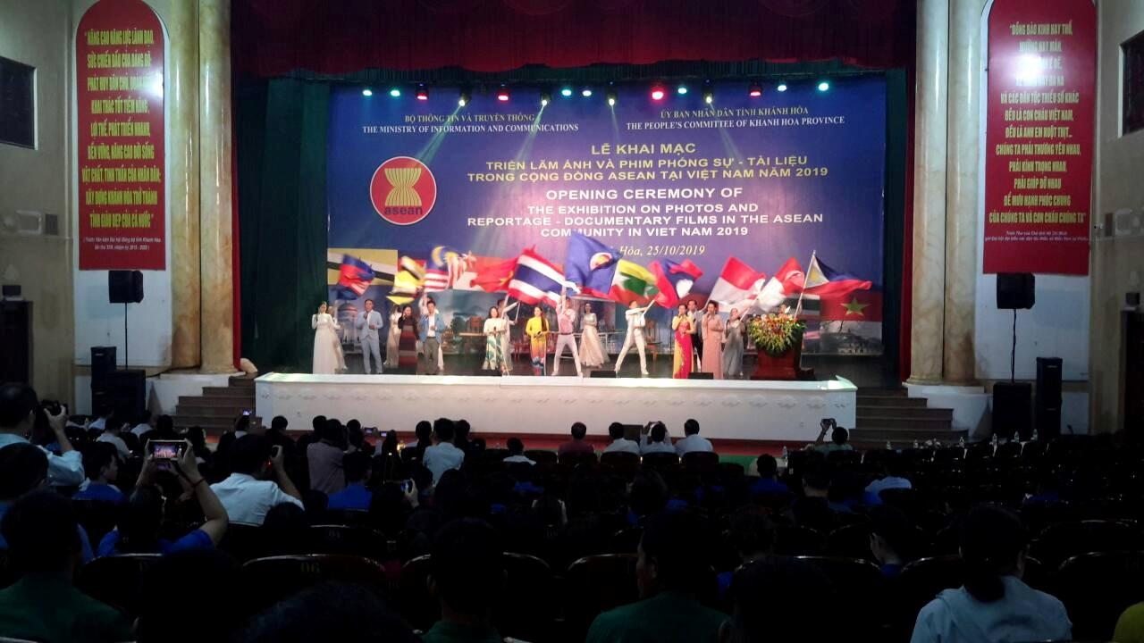"""Chương trình Văn nghệ chào mừng """"Nối vòng tay ASEAN"""""""