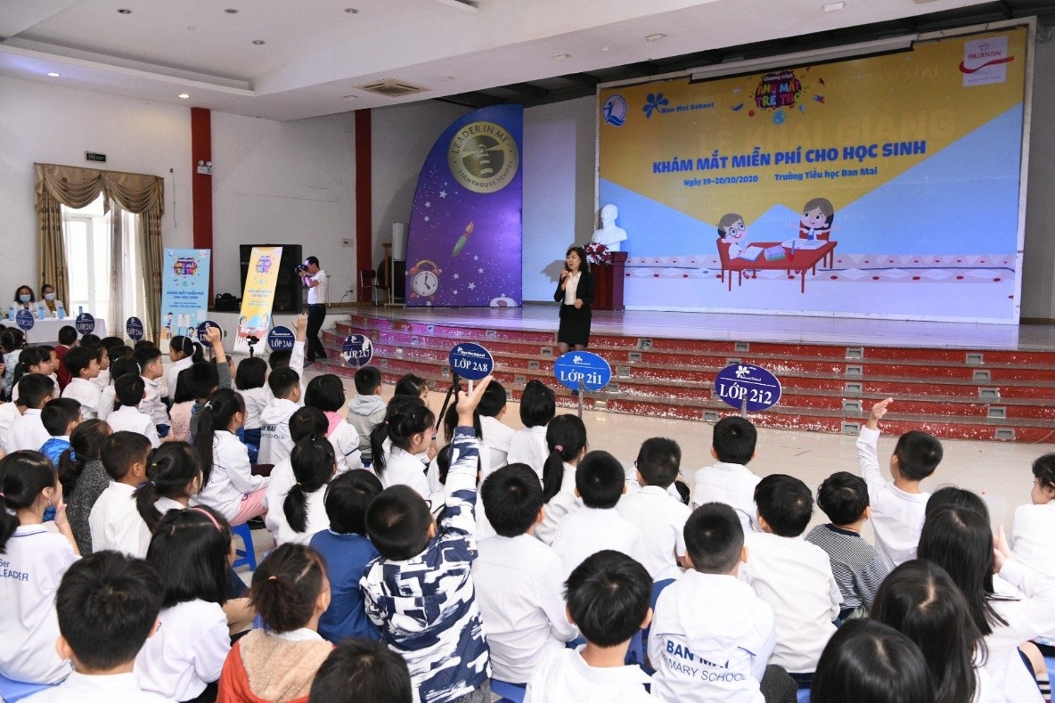 Prudential và Quỹ BTTEVN vừa tổ chức khám mắt cho học sinh tiếu học tại Hà Nội và Hải Phòng
