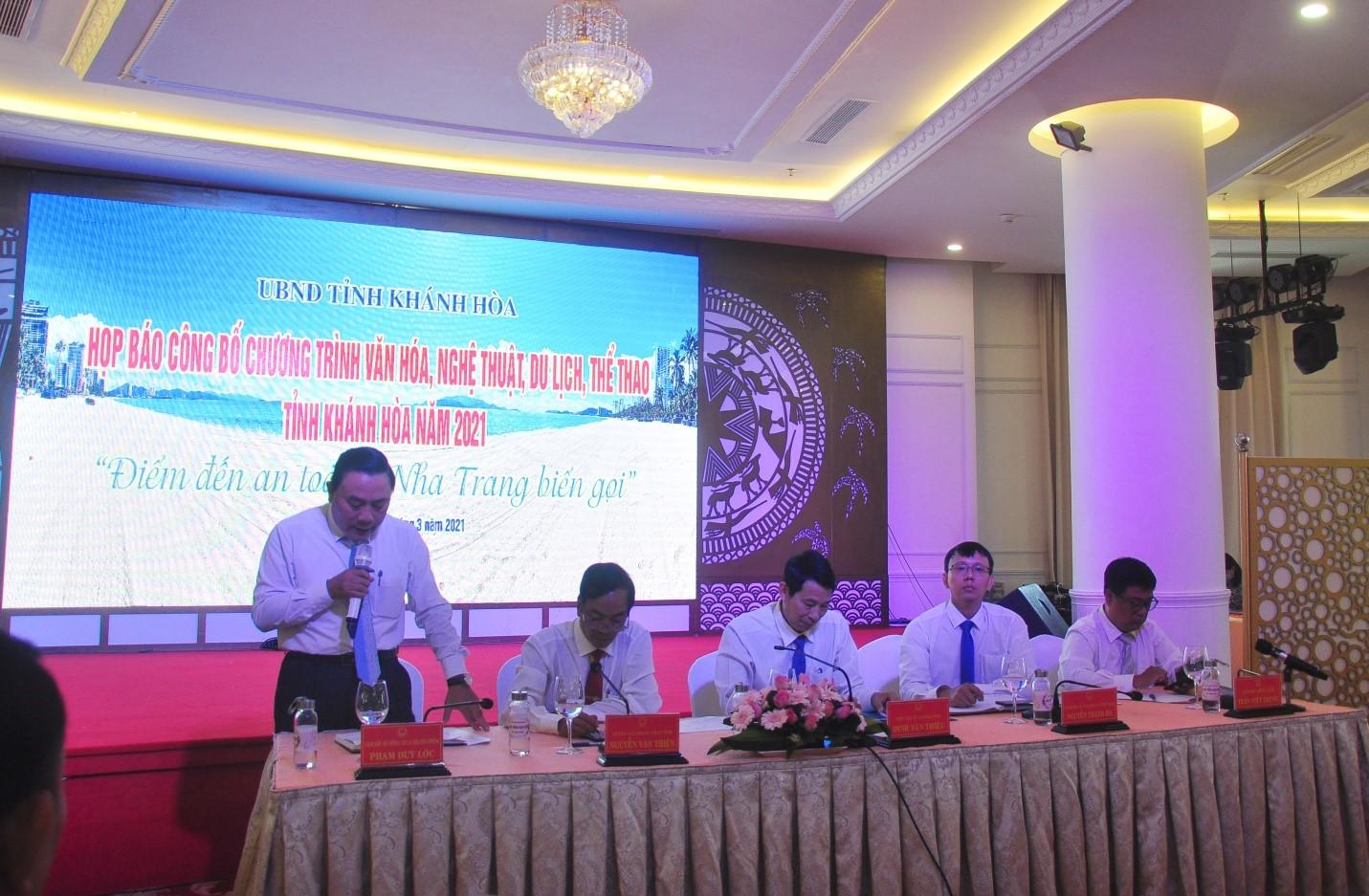 Đại diện lãnh đạo các cơ quan Tỉnh Chủ trì họp báo