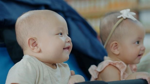 Lisa và Leon xuất hiện vô cùng đáng yêu trong clip quảng cáo sữa non tươi VitaDairy