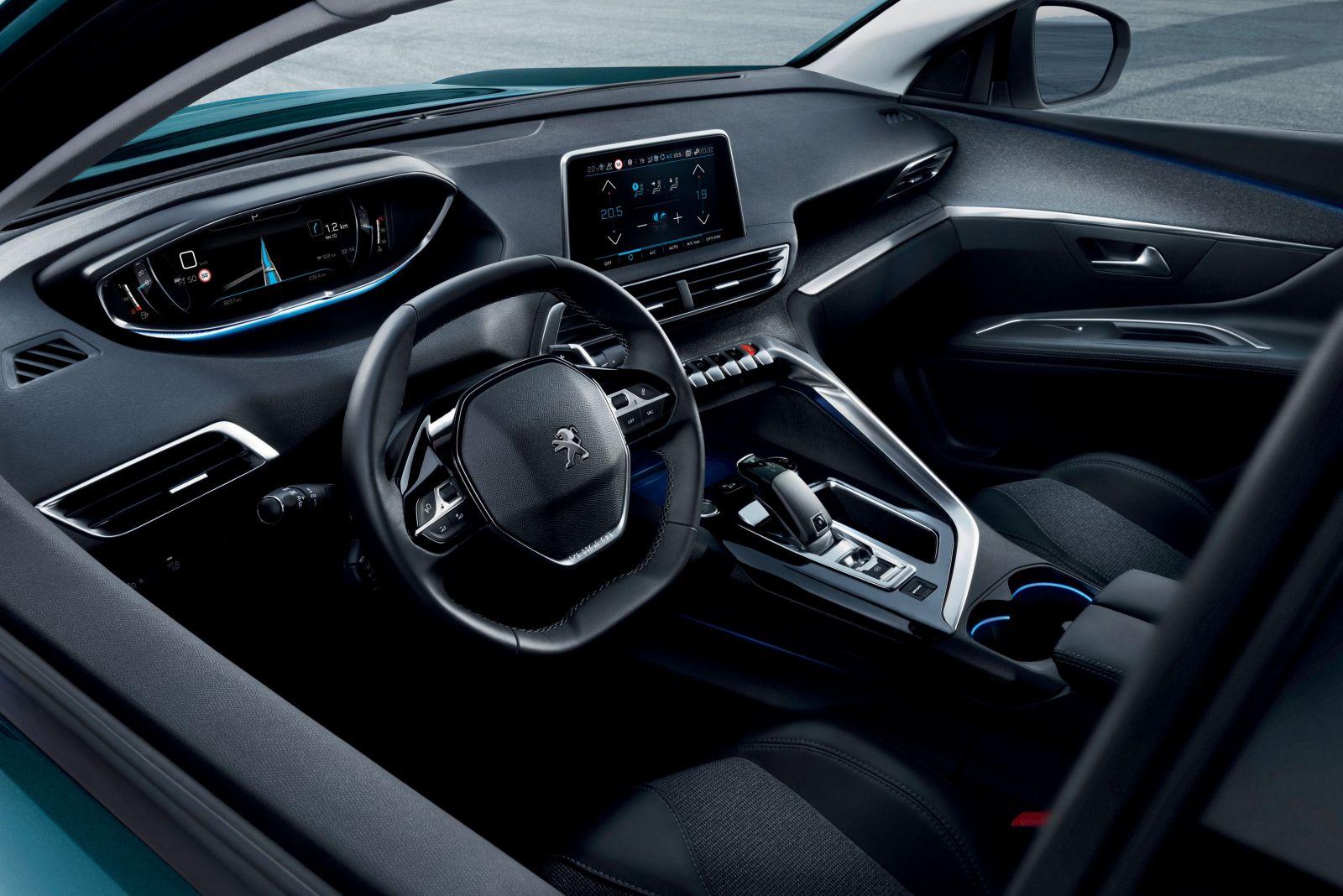 Nội thất theo triết lý New i-Cockpit lấy cảm hứng từ khoang lái  máy bay của SUV Peugeot 5008