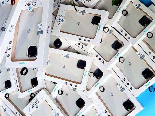 Phụ kiện iPhone 11 đủ loại với mức giá chênh lệch khá nhiều.