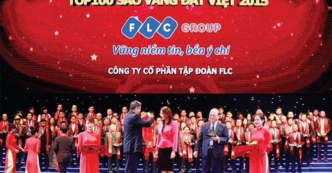 Tổng giám đốc FLC Hương Trần Kiều Dung đại diện Công ty nhận Giải thưởng Sao Vàng Đất Việt 2015.