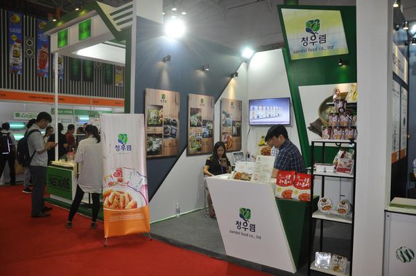Gian hàng trưng bày và giới thiệu sản phẩm của công ty Sandol Food