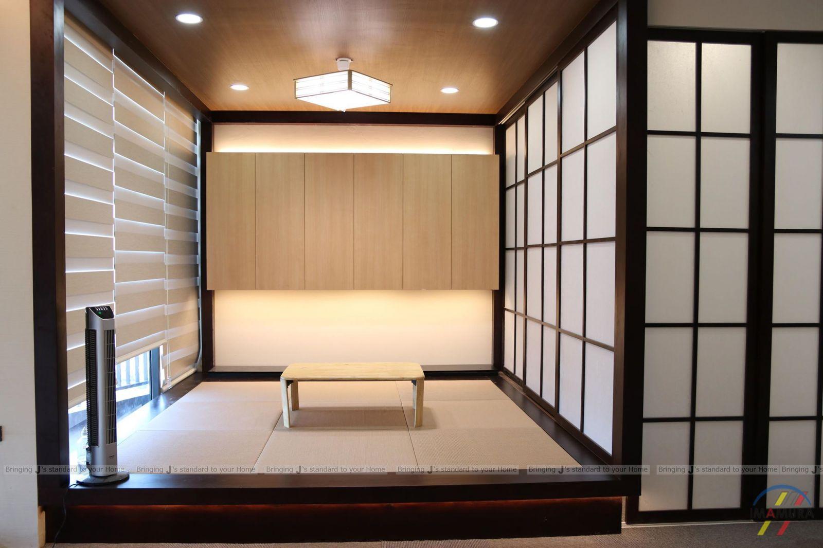 Phòng trà với vách ngăn gỗ Shoji và chiếu tatami làm nên tính cổ điển kiểu Nhật cho căn hộ