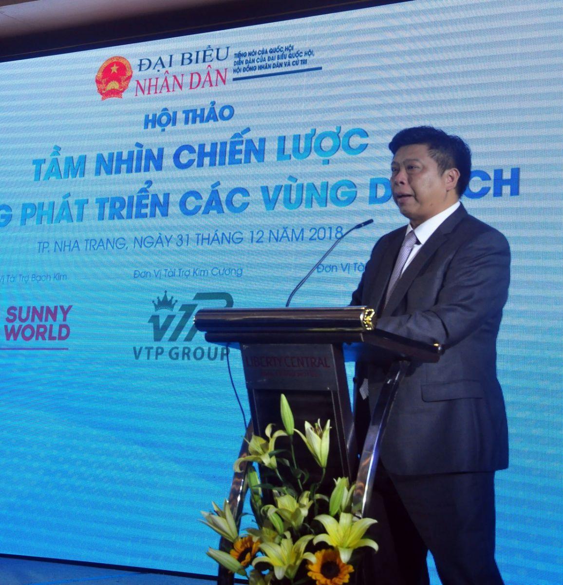 """Ông Nguyễn Đức Chi, Chủ tịch Tập đoàn Crystal Bay phát biểu tham luận """"Một kỳ nghỉ - Hai vùng di sản"""""""