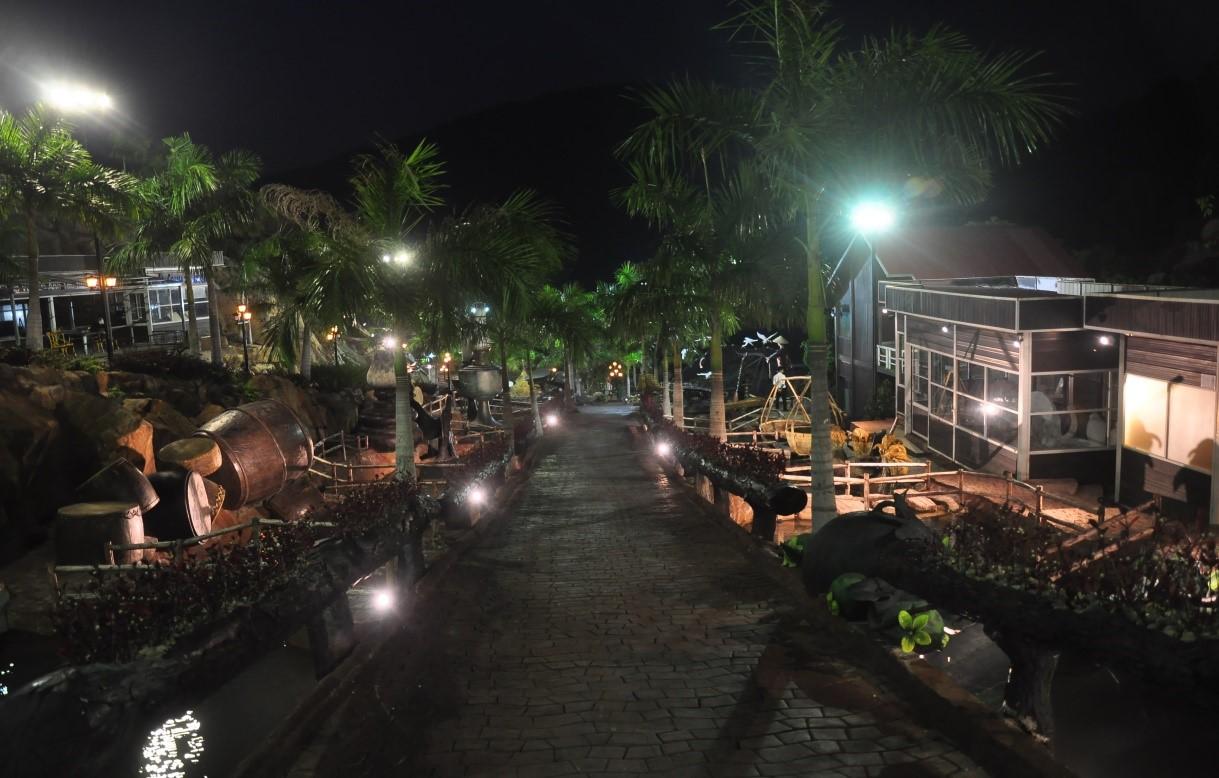 Con đường Việt Nam bằng điêu khắc