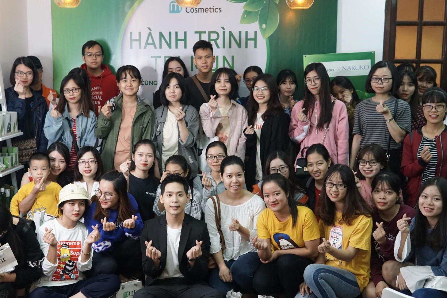 Buổi họp báo cùng người đại diện thương hiệu Naruko được đông đảo giới trẻ Hà Nội tham gia