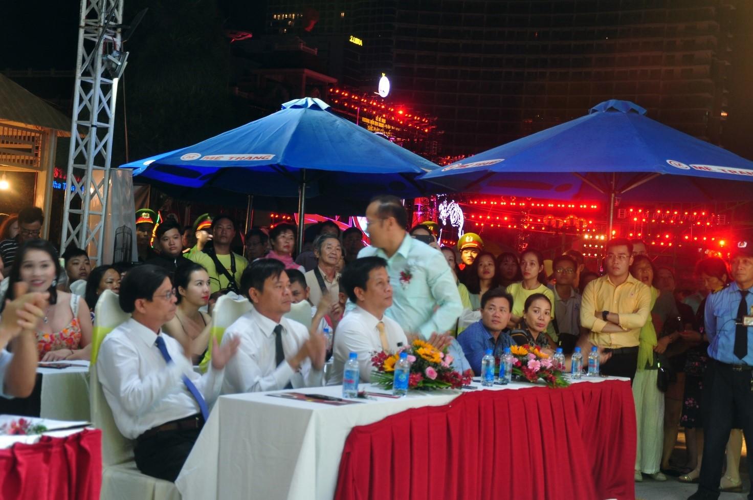 Đại diện lãnh đạo Tỉnh Ủy, HĐND, UBND và các cơ quan dự Lễ hội cà phê Mê Trang