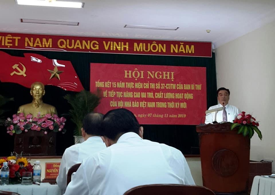 Ông Đoàn Minh Long, UV BCH Hội Nhà Báo Việt Nam, Chủ tịch Hội Nhà Báo tỉnh Khánh Hòa phát biểu tổng kết về 15 năm hoạt động của Hội Nhà Báo Khánh  Hòa