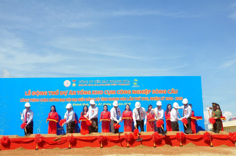 Lãnh đạo UBND tỉnh Khánh Hòa và Lãnh đạo Công Ty Yến Sào Khánh Hòa tham dự  lễ động thổ khởi công xây dựng công trình Tổng kho
