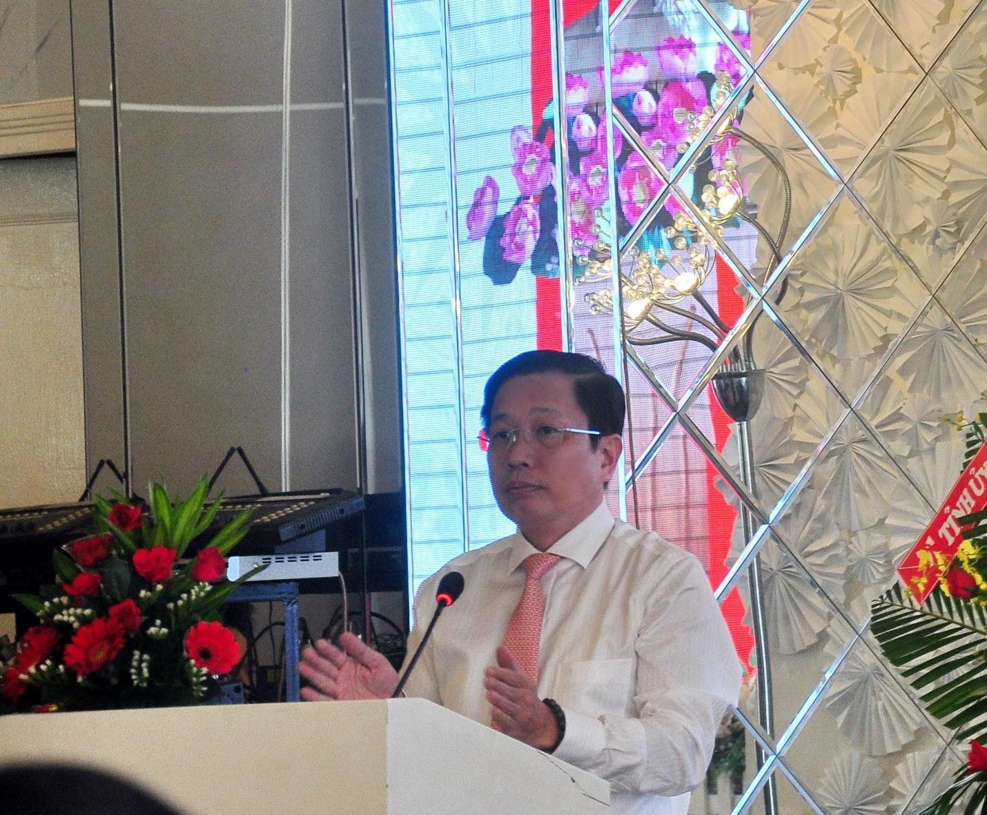 ông Hà Quốc Trị Phó Bí thư Tỉnh ủy Khánh Hòa phát biểu tại hội thảo
