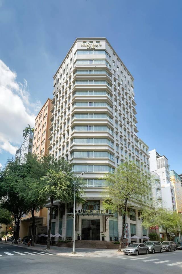 Khách sạn Nhật Hạ 3 có vị trí đẹp tại trung tâm TP.HCM, rất thuận tiện cho khách lưu trú