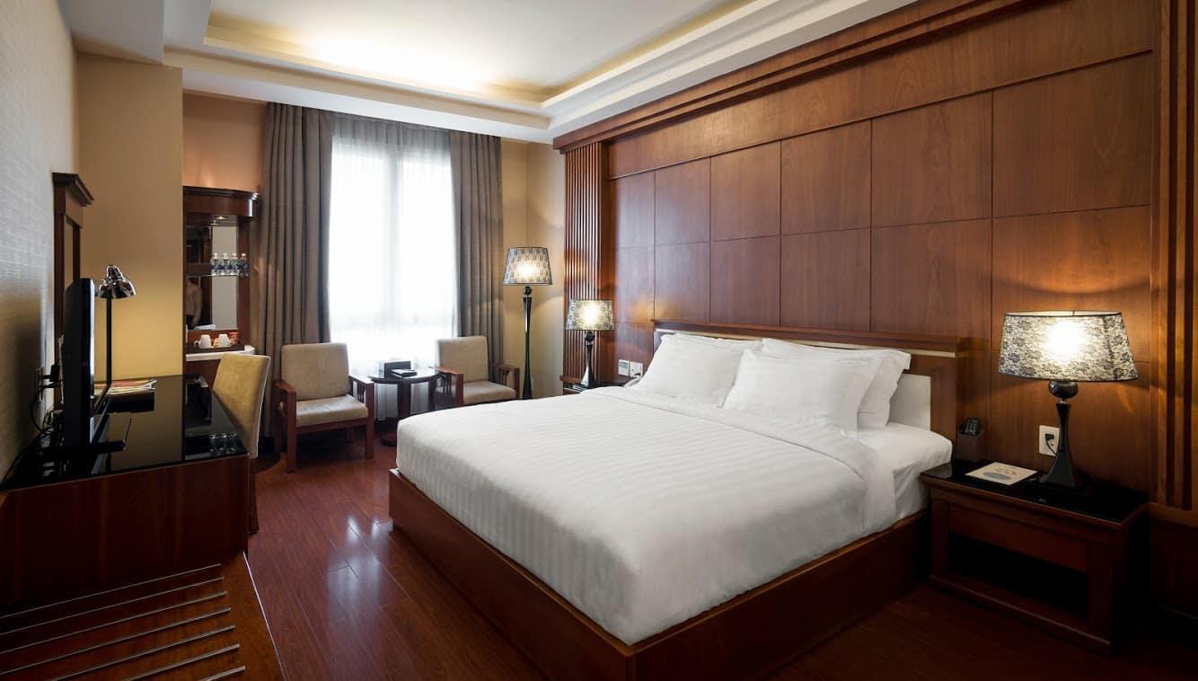 Phòng nghỉ tại khách sạn Nhật  Hạ 3 được bài trí theo phong cách nhẹ nhàng mà sang trọng.