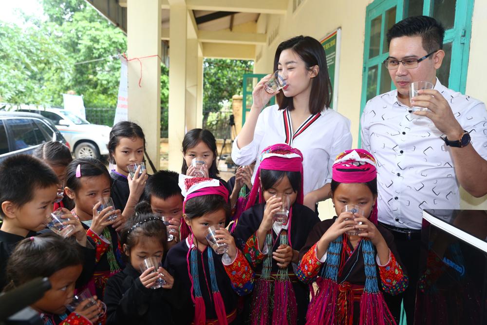 """Thông qua chương trình """"nước sạch học đường"""" Mỹ Linh tin rằng cô và Asanzo sẽ giúp lan tỏa niềm cảm hứng tới các  doanh nghiệp khác"""
