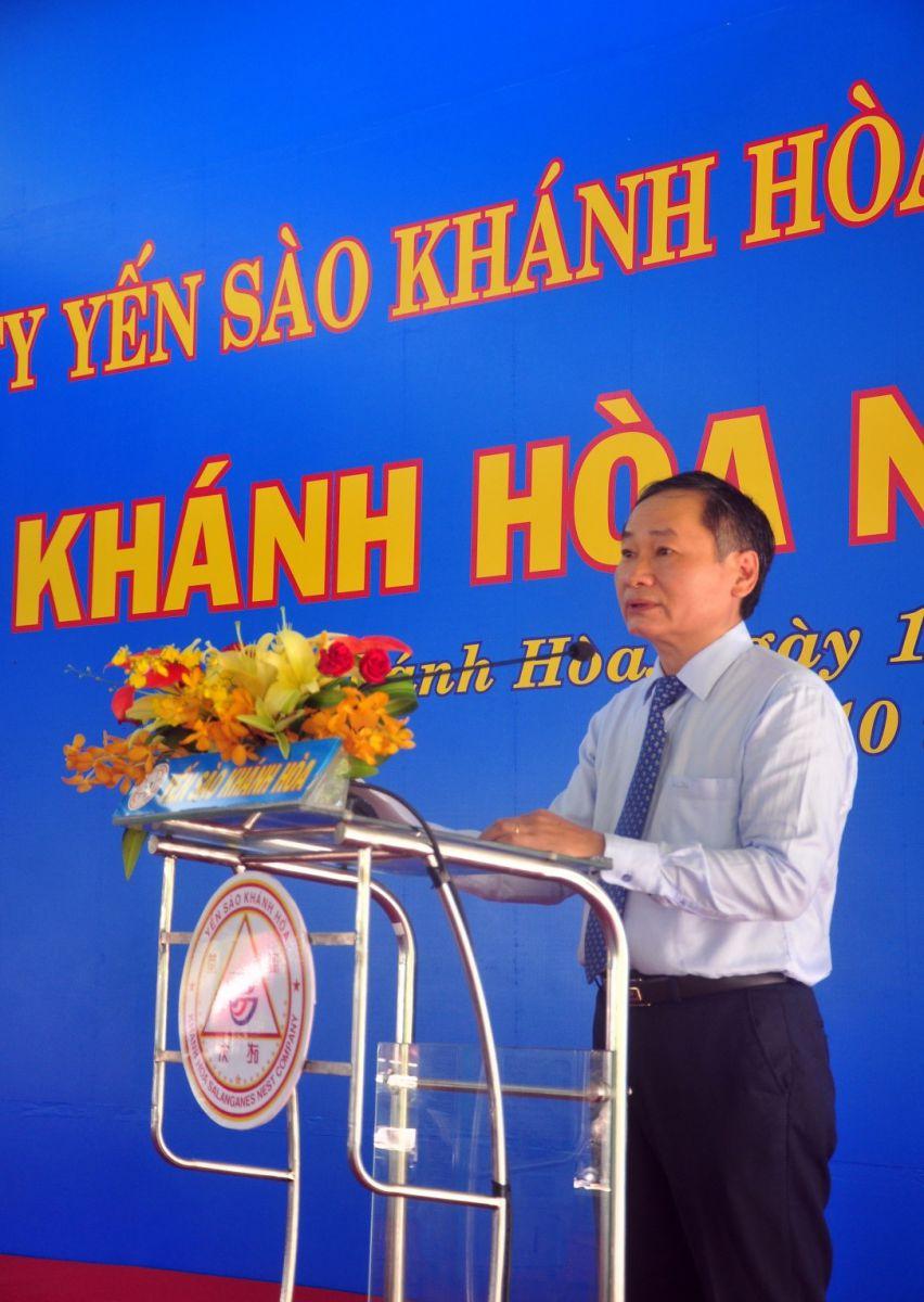 Ông Nguyễn Đắc Tài, Phó Chủ tịch UBND tỉnh Khánh Hòa, phát biểu chúc mừng Lễ Hội Yến Sào Khánh Hòa và biểu dương thành tích toàn công ty.