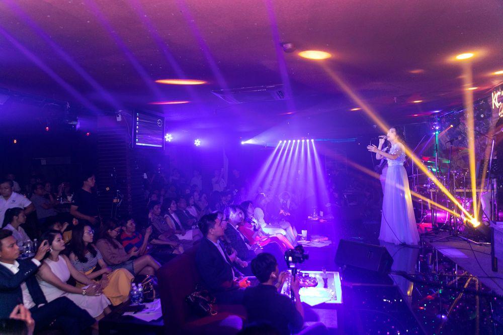"""Đêm nhạc """"Vì yêu"""" gây quỹ ủng hộ nghệ sĩ saxophone Xuân Hiếu thu hút nhiều nghệ sĩ, doanh nhân, khách mời tham dự"""