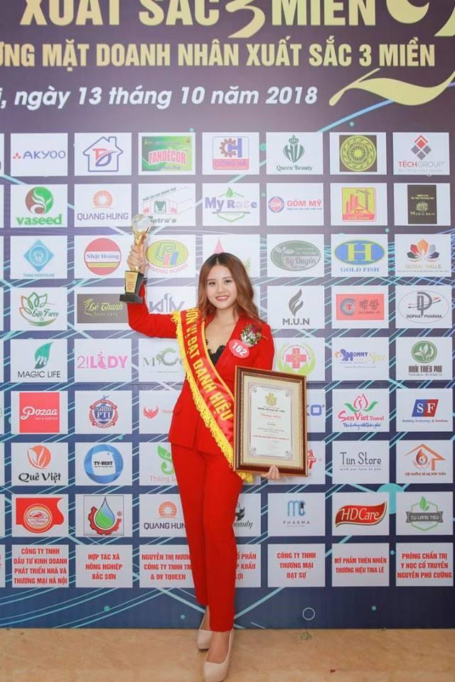 Năm 2018, Vũ Thị Hoa đạt danh hiệu Doanh nhân xuất sắc 3 miền