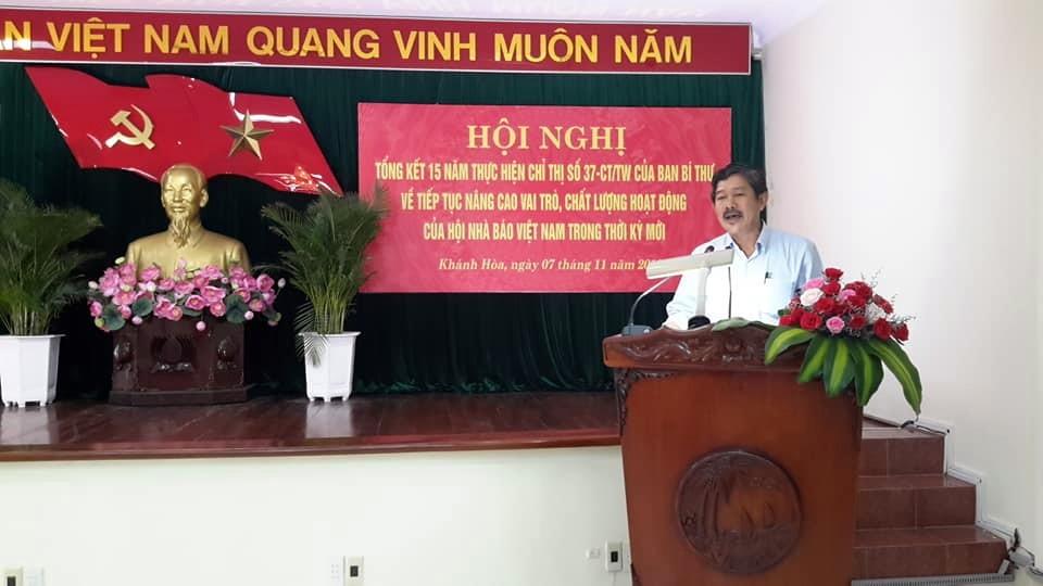 Nhà báo Phong Nguyên, T VP.ĐD. Báo Nhân Dân, Chi Hội Trưởng các cơ quan Báo chí TW và TP Hồ Chí Minh, phát biểu về hoạt động báo chí Chi Hội Nhà Báo TW và TP Hồ Chí Minh