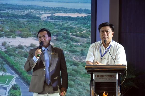 Ông Nguyễn Đức Chi  (bìa phải) Chủ tịch CTCP Crystal Bay chủ đầu tư các dự án lớn tại Nha Trang. Ông So Ny Sơn Chi Hội Khách Sạn - Hiệp Hội Du Lịch Nha Trang,  Khánh  Hòa, phiên dịch