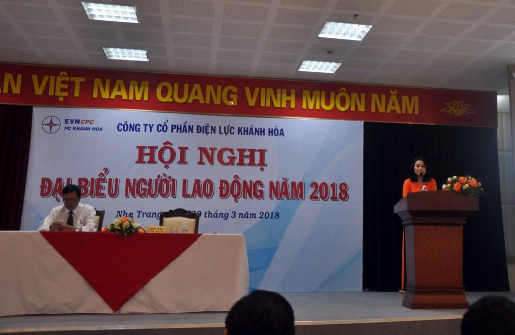 Bà Nguyễn Thị Tuyết Hồng, Chủ tịch Công đoàn công ty phát biểu