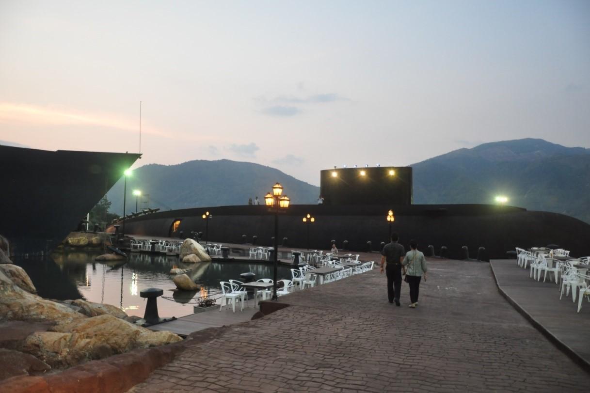 Kiến trúc nhà hàng tàu chiến và tàu ngầm
