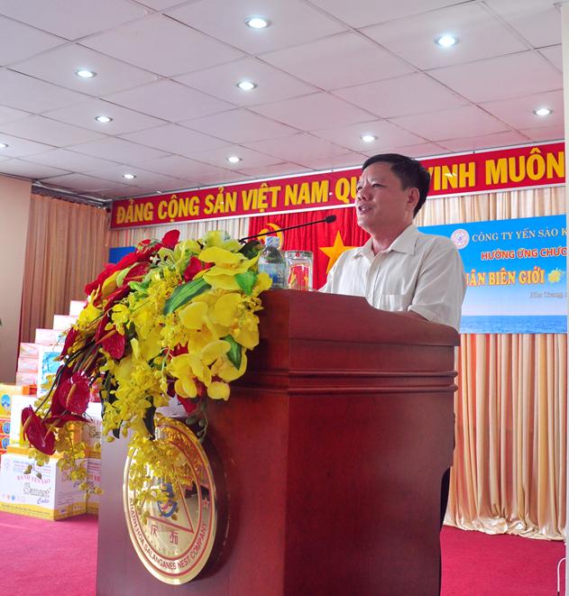 Đại tá Bùi Đình Dương, Phó Lữ đoàn trưởng quân sự Lữ Đoàn 146, Chủ tịch UBND huyện đảo Trường Sa phát biểu tại lễ trao tặng