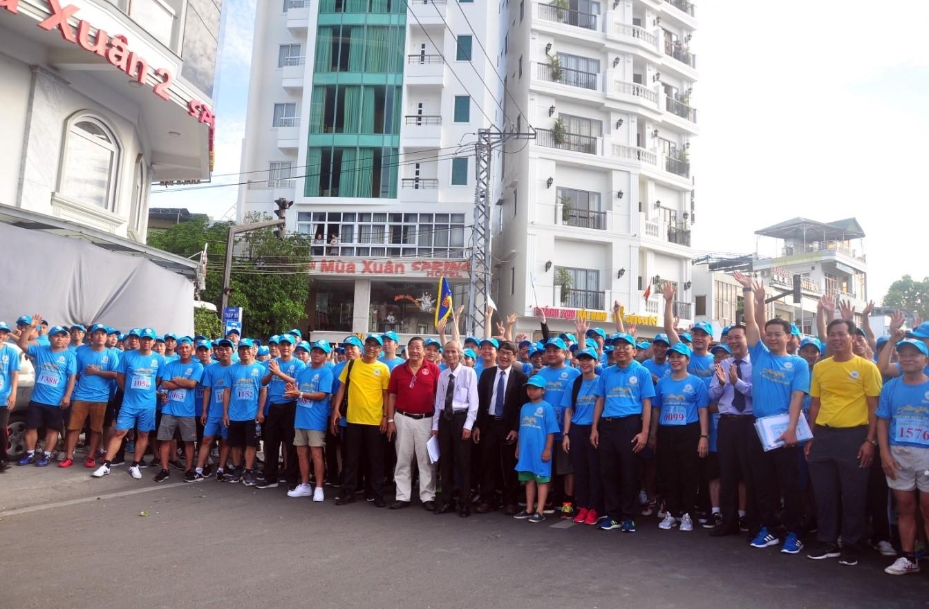 2.200.000 CB, CNV, người lao động thuộc công ty tham gia chạy việt dã.