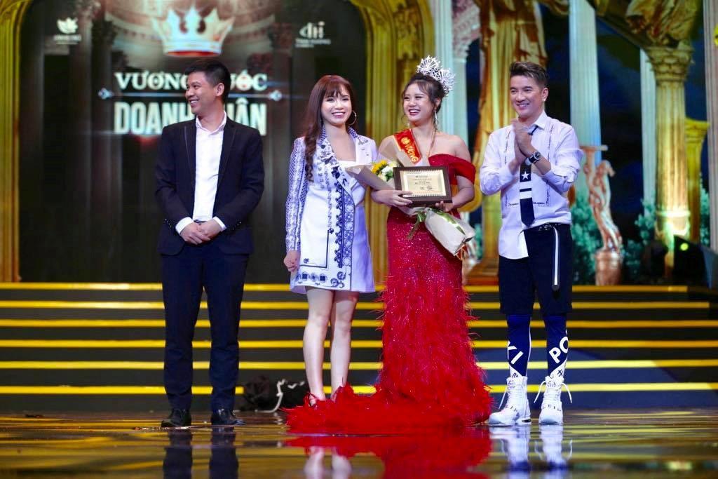 5 năm kinh doanh Linh Hương, Vũ Thị Hoa luôn đạt thành tích cá nhân xuất sắc nhất năm