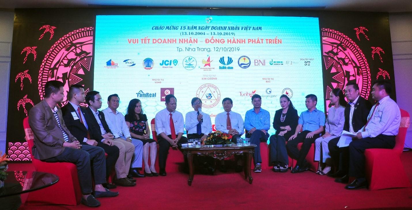 Tọa đàm, trao đổi chủ  đề về doanh nhân đồng hành phát triển cùng đất nước,  thông tin, giải đáp một số kiến nghị của doanh nhân.