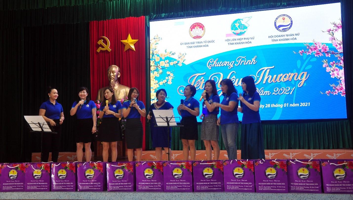 Chương trình văn nghệ chào mừng qua tiếng hát Doanh nhân Nữ Khánh Hòa, ca khúc Hành khúc Doanh Nhân Khánh Hòa